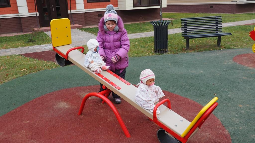 установлено около 70 детских площадок на территории Подмосковья