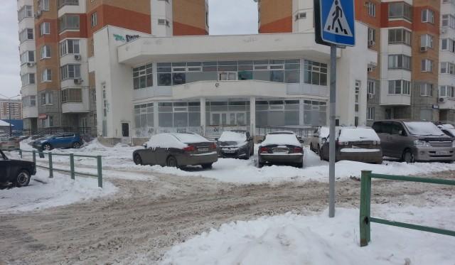 Движение транспорта и пешеходов в граде Московском весь январь значительно затруднено из-за продолжающегося снегопада