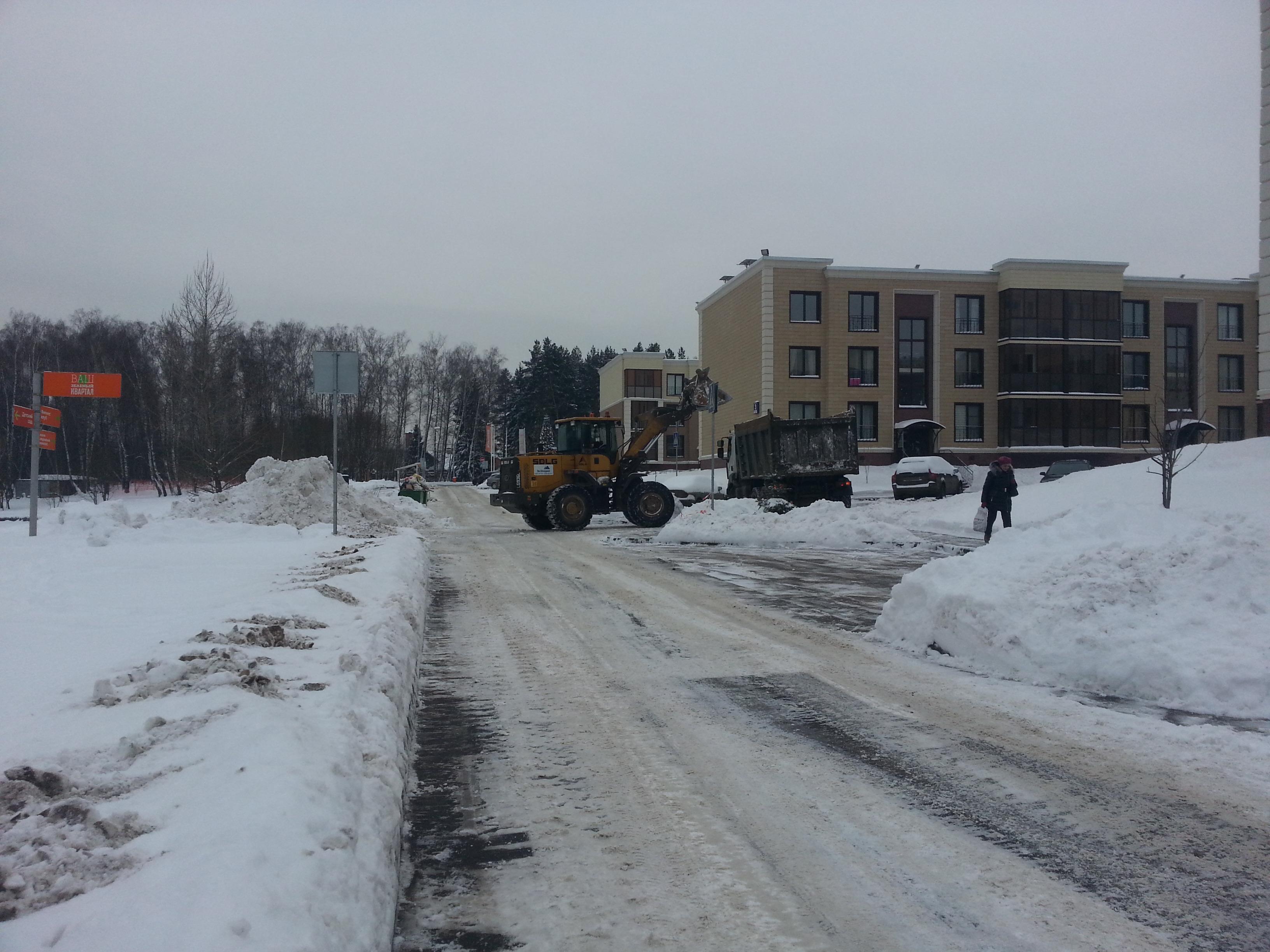 Накануне нового снегопада на улицы Москвы вышло 18 тысяч единиц спецтехники
