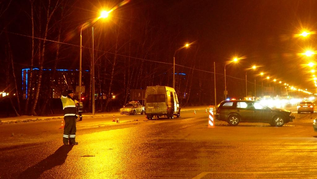 Пострадала маршрутка в результате столкновения трёх автомобилей на нерегулируемом перекрёстке в Новых Ватутинках