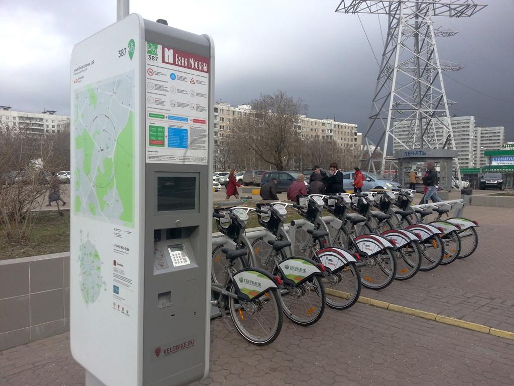 На московские улицы привезли велосипеды напрокат