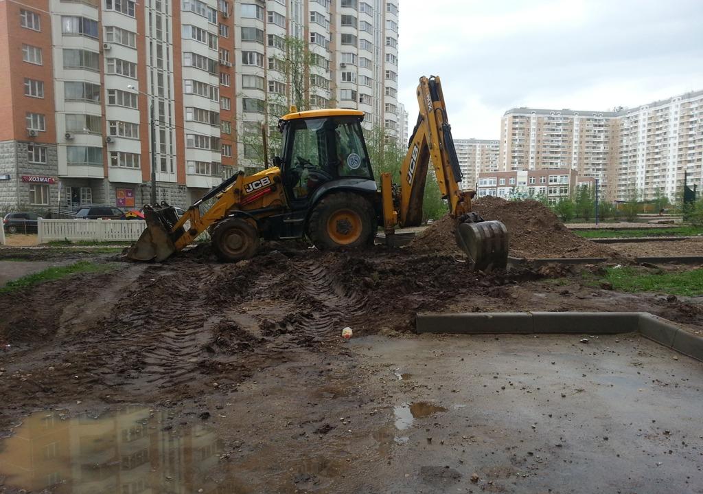 начальник московского Объединения административно-технических инспекций Дмитрий Семенов всего в Москве деревья которые были повалены ураганом 29 мая 2017