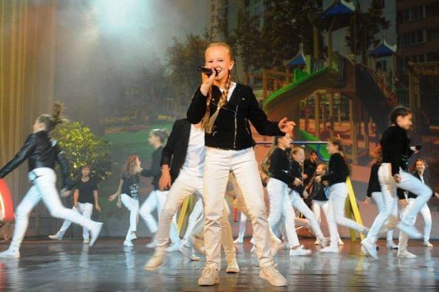 концерт звёзд российской эстрады и фейерверк сценических фонтанов